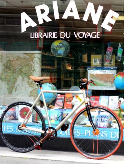 Vitrine de la librairie du voyage